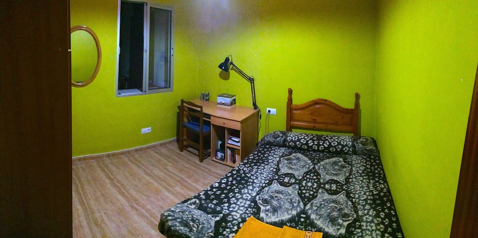 Cozy room one stop to FERIA - San Juan de Aznalfarache - Appartement