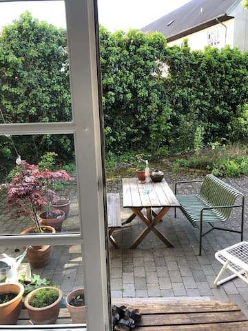 Unique flat w. private terrace in a lovely area
