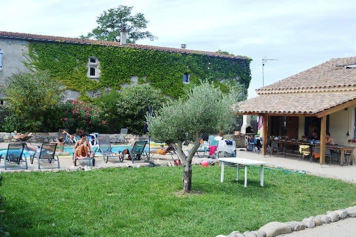 "Villa avec piscine ""Au Grand Bonheur"" 15 pers. - Grospierres - Casa"