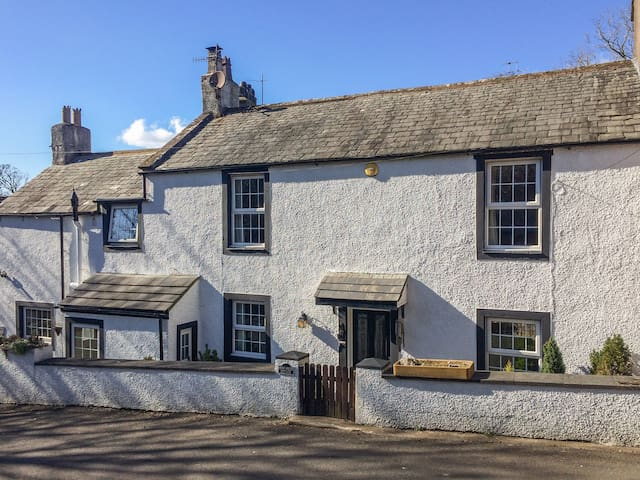 HIGH HOUSE COTTAGE, pet friendly in St Bees, Ref 942144