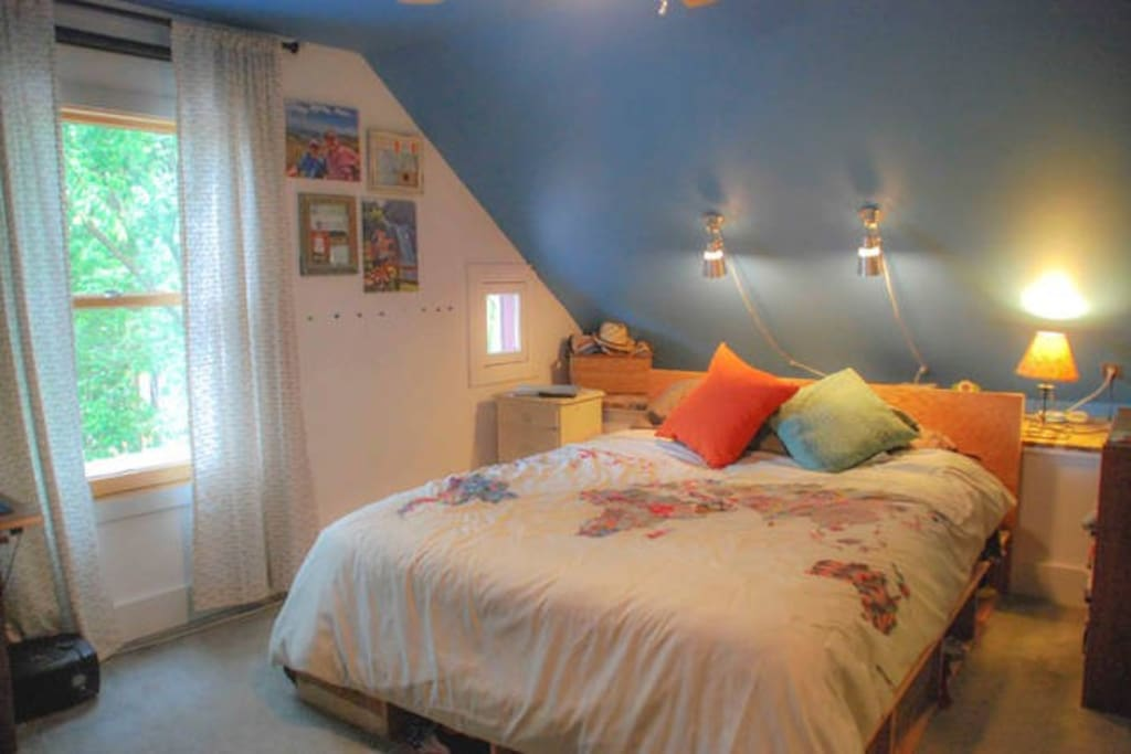 This is the guest room on this listing, Queen size, upstairs
