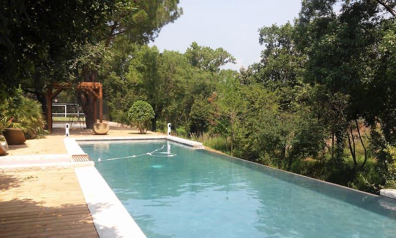 Moulin 300 m² avec piscine et terrain multisport