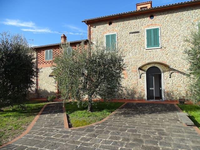 Splendida Casa colonica  toscana - Chiesina Uzzanese - Stadswoning