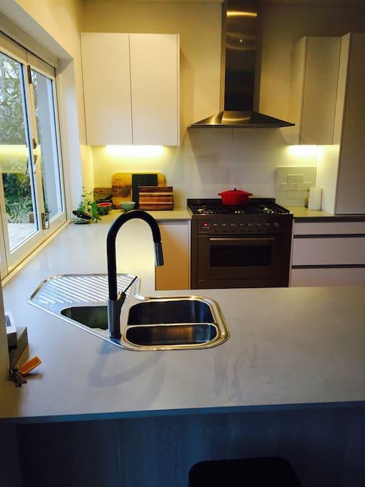 Kitchen - Brand new 6 Hob oven