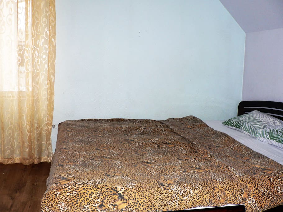 Smaller bedroom with double bed (King size)