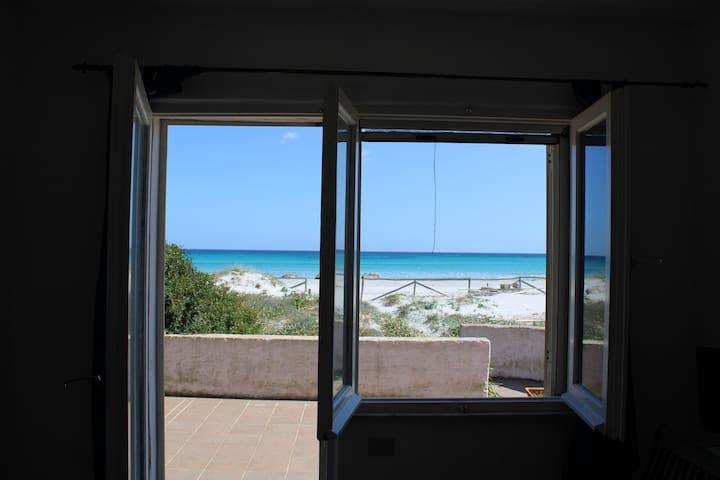 Villa row angular view of the sea, 5m from the beach of la Cinta, the gem of san teodoro.