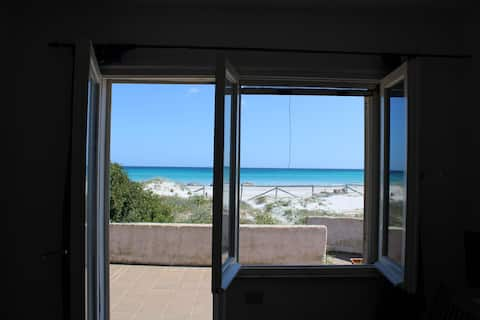 Villa row angular view of the sea, 5m from the beach of la Cinta, the gem of san teodoro.