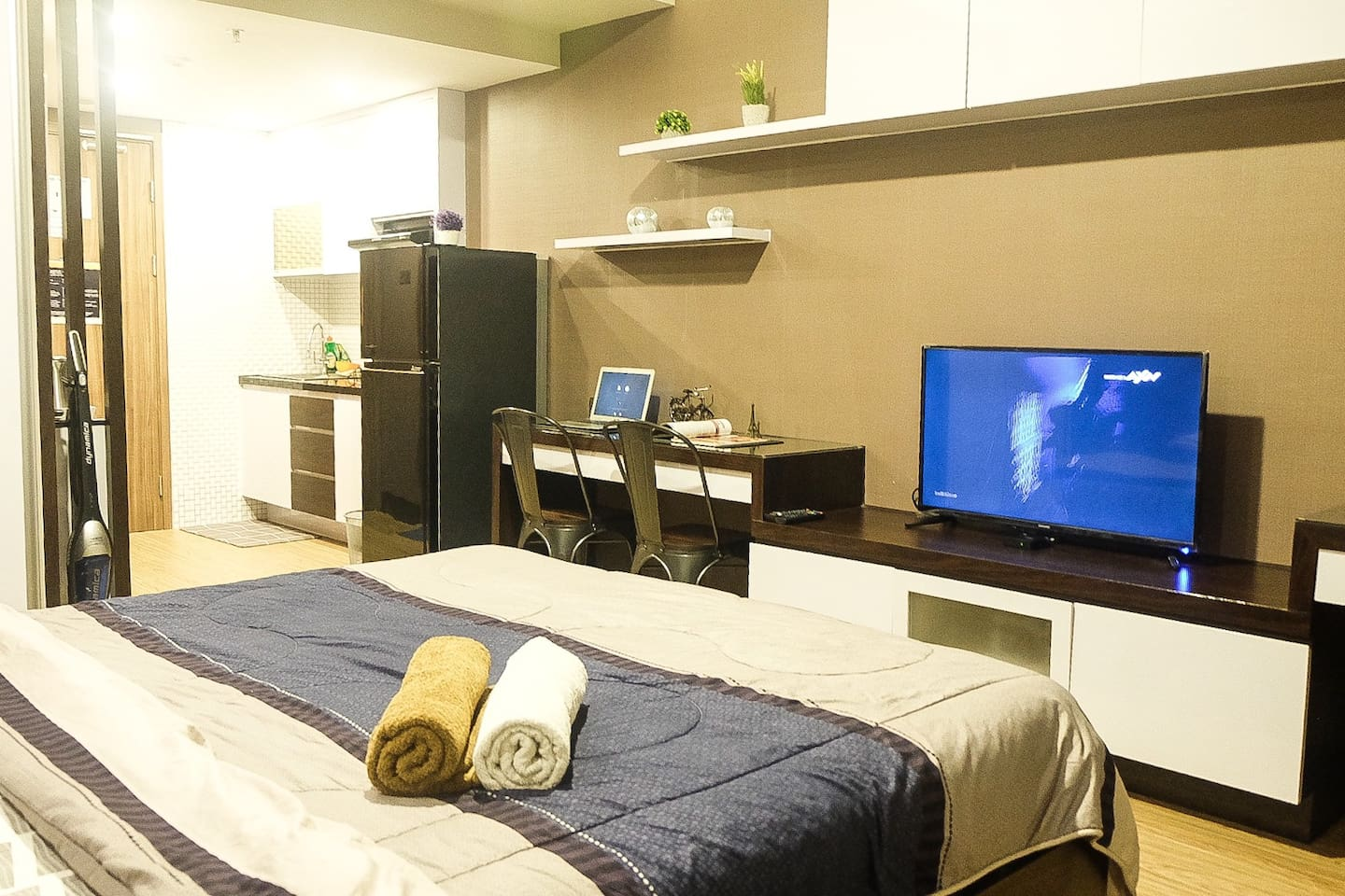 Beautifully furnished studio bedroom with complete facilities. - High Speed Unlimited Wifi - CABLE TV - Refrigerator - Induction Stove - Private Balcony - Complete Kitchen Set - Complete Table Ware Etc