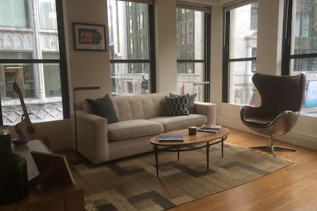 Luxury 1Bd in the heart of the city
