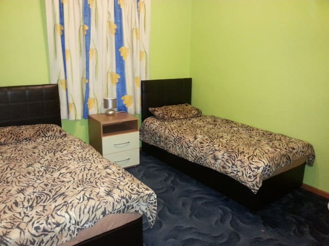 Comfortable Room in Central Malta - Birkirkara - Bed & Breakfast