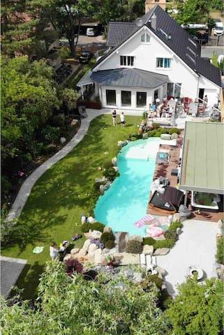 Haus und Garten aus Vogelperspektive