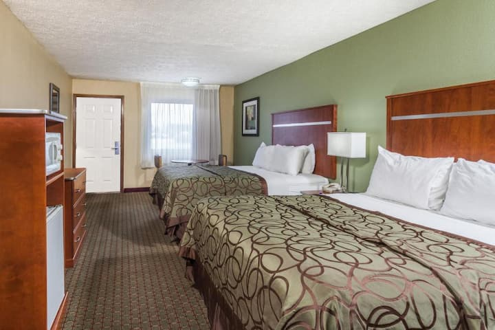 En-Suite Double Two Double Beds Non Smoking At Pigeon Forge