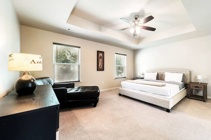 Spacious & Modern Five Bedroom Downtown ATL Home