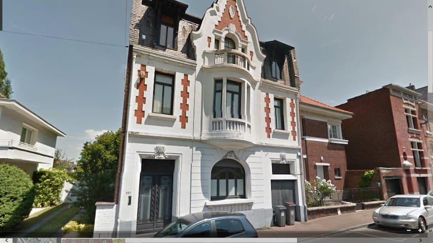 Studio indépendant, chambres et salles de bain - Roubaix - House