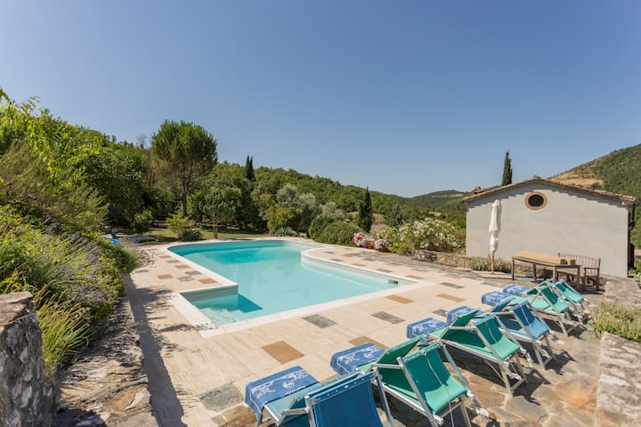Beautiful Umbrian villa with pool