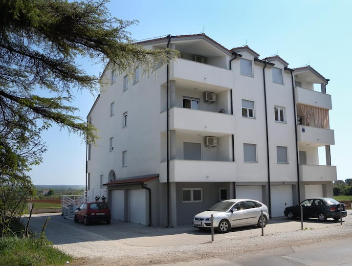Apt for 2+2 persons with WLAN in Fažana R37702