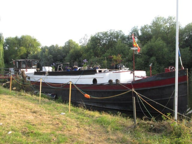 Accomodation on 1912 Dutch barge - Surrey - Barco