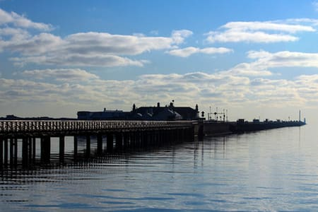 2 Bed Seaside Cottage in Clontarf