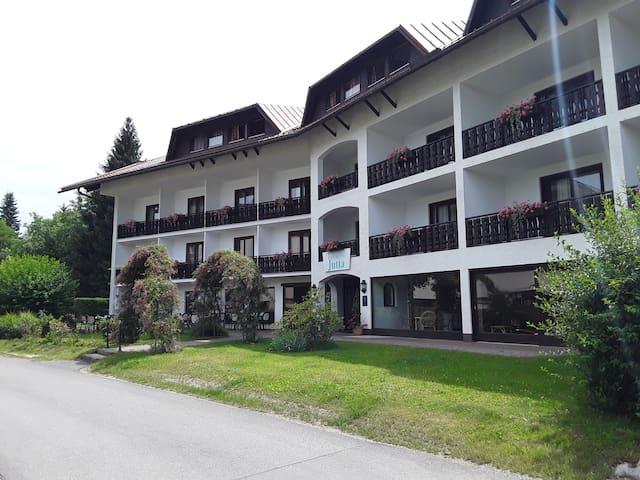 Hotel Jutta mit eigenem Badestrand am Wörthersee