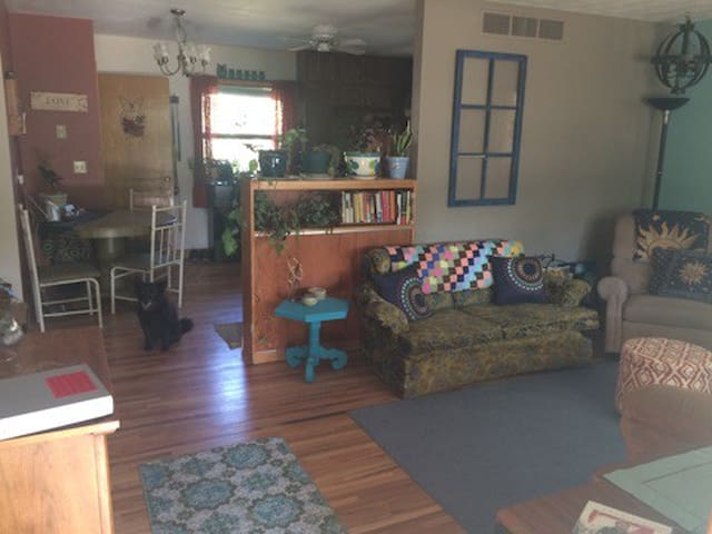 Eclectic Sturgis Rally Rental - Spearfish - Hus