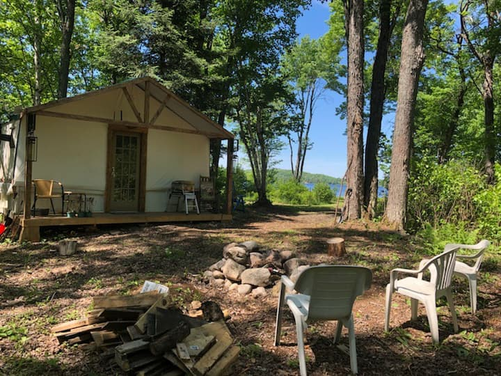 FarrOut Glamping Lake front