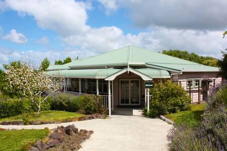 Matakohe House - Waipoua Forest Room