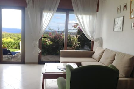 Apartamento con vista al MAR y JARDIN PRIVADO - Es Mercadal - Huoneisto