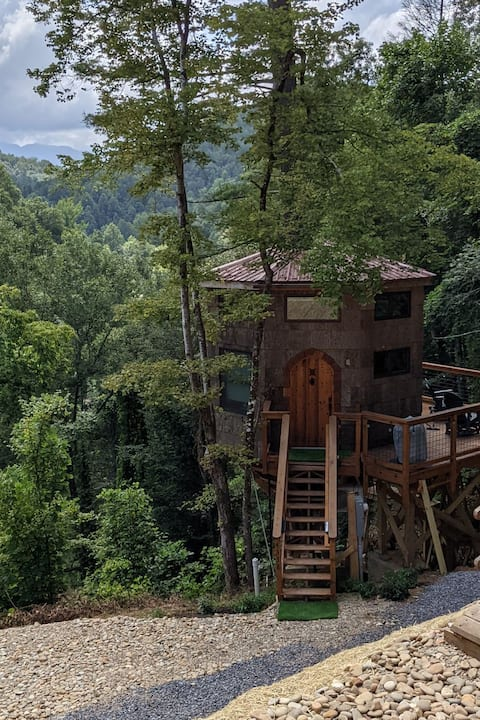 The best in tiny living! TreehouseTopia