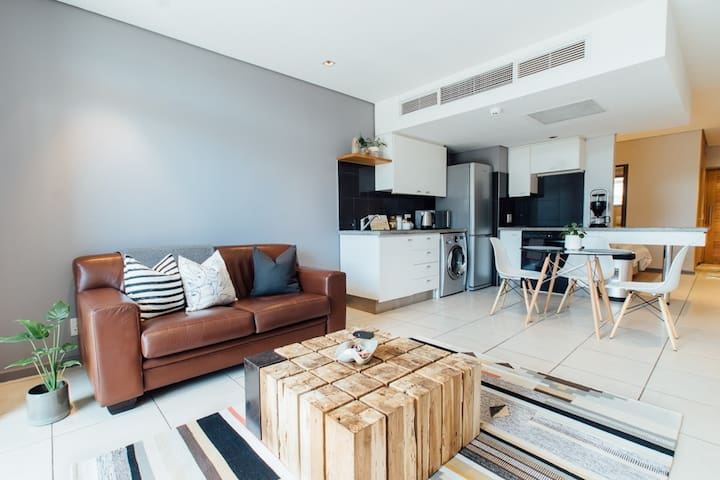 Luxury Studio walking distance to V&A and CTICC