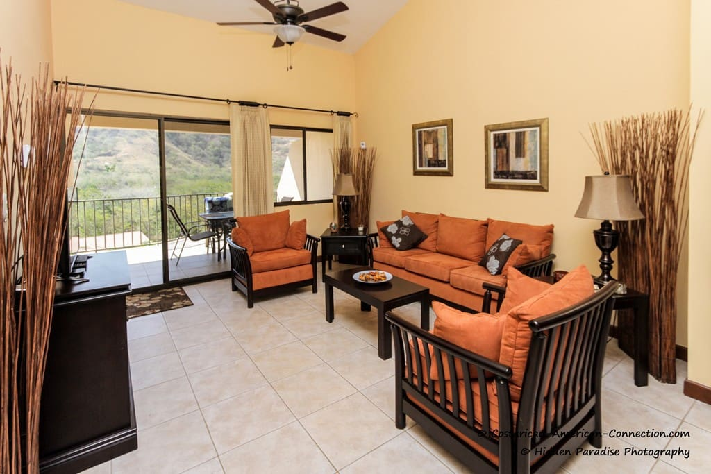 Large comfortable living room with flat screen TV/DVD