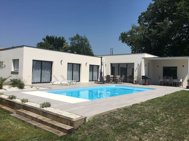 Luxuous house, 15 minutes far from Bordeaux center