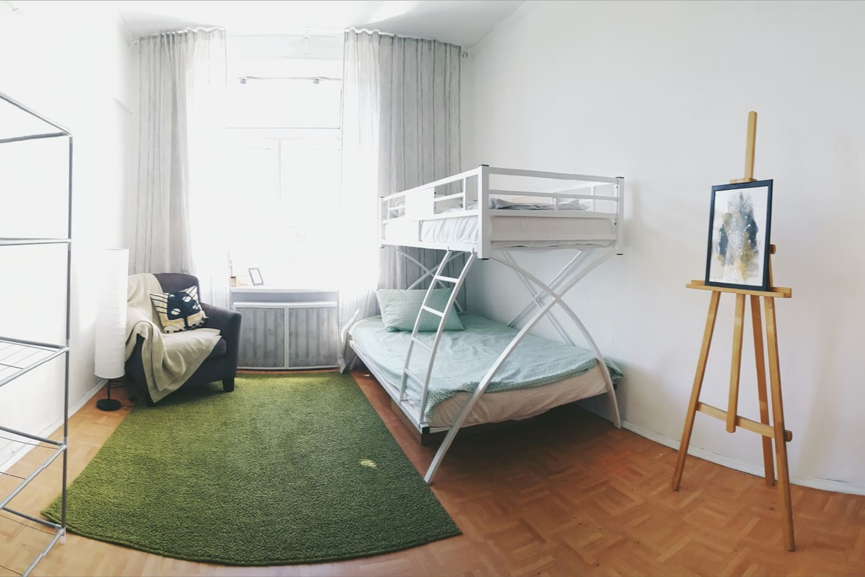 The Room / Вид комнаты