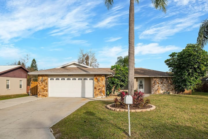 3 Bedroom Private Pool Home Close to Everything!