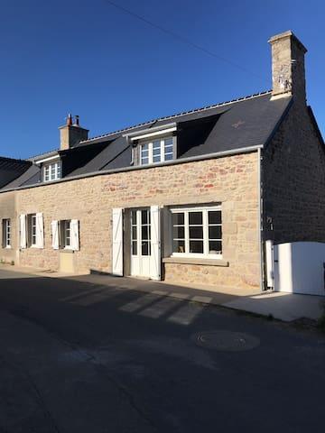 Maison en granite typique du Cotentin