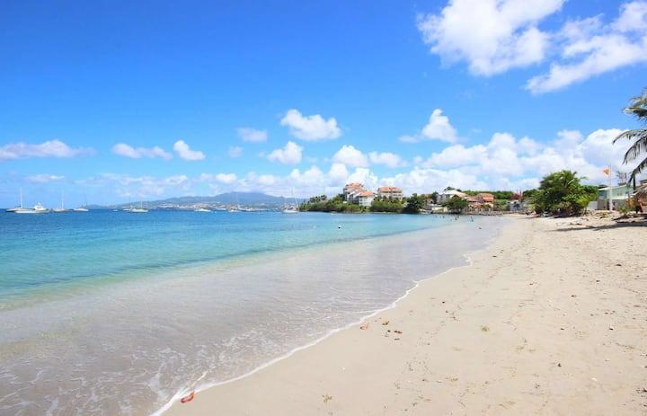 Séjour couple: plage et marina à 2min à pied