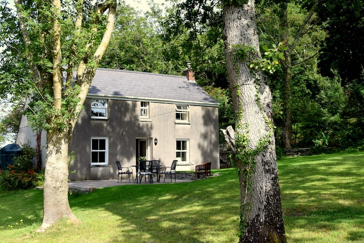The Folly: a truly exceptional waterside cottage.