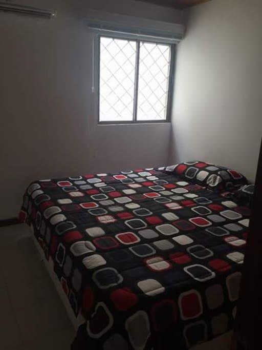 Habitacion amplia con closet, aire, con cama doble, ideal para sos persona