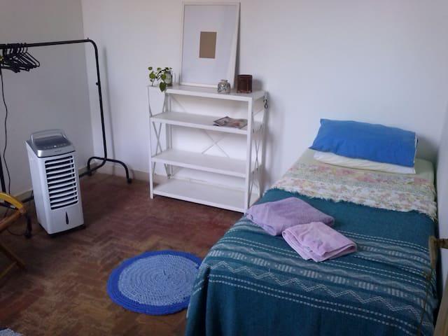 Alugo um quarto em área nobre da Zona Sul do RJ.