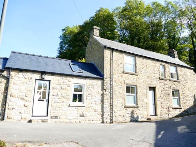 Characterful picturesque cottage