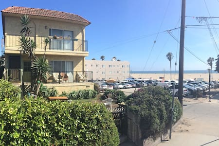 Ocean Views in Venice Beach! - Apartment