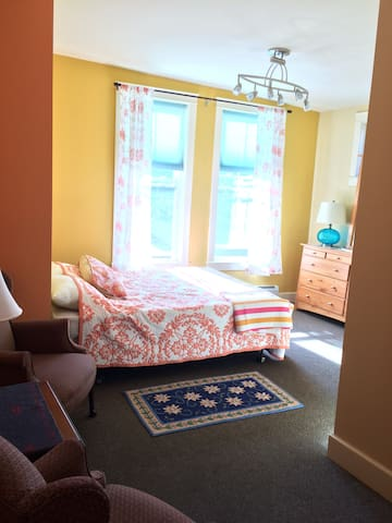 River View Sunlite Room - Shelburne Falls - Apartment