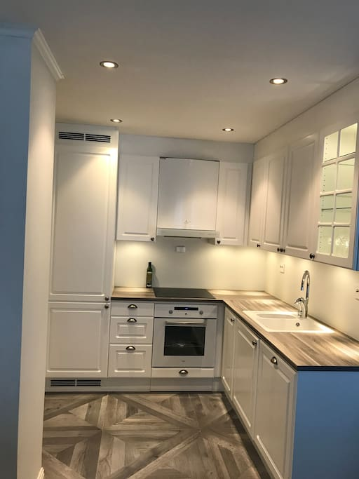 Fully equipped kitchen with a dish washer