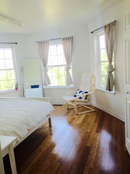 "Sunny master bedroom. ""Excellent place to stay. Yin was amazing with communication, and everything she promised was fulfilled. The house is gorgeous and has plenty of space. It is less than 5 minutes away to all of the hotels & casinos of AC. Definitely looking to go back."""