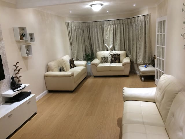 3 double bed room house in HA7