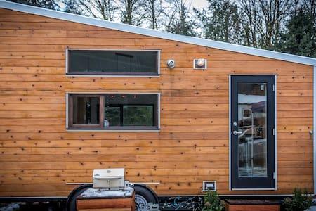 Contemporary Tiny House in Maple Ridge - Maple Ridge