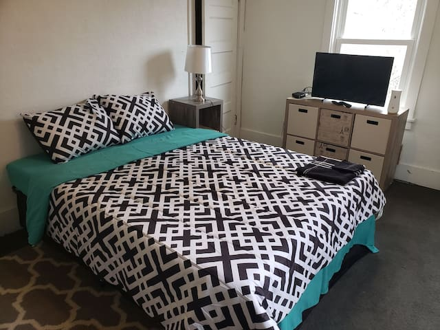 Plant workers! Private room in 3bdrm house!