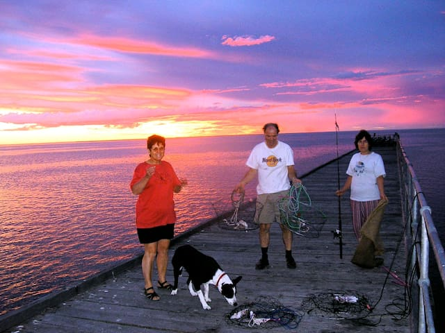Glorious sunsets and fishing and crabbing from the jetty. (Crabs December to April).