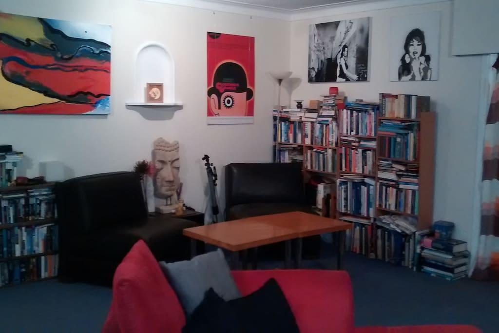 Lounge 1 - Reading nook