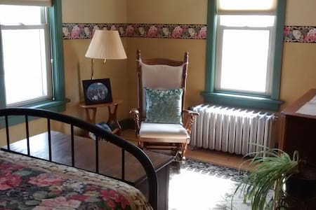 Historic home in Plymouth, WI - Plymouth - Rumah