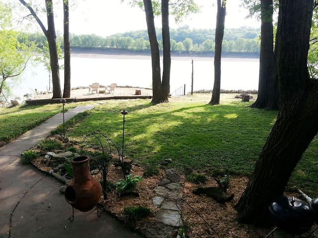 Whole house rental on Osage River - Jefferson City - House